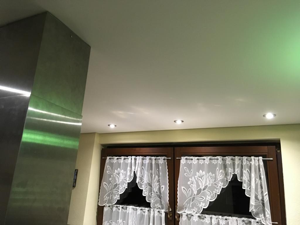 spanndecke mit deckenabzug und abzugshaube pforzheim. Black Bedroom Furniture Sets. Home Design Ideas