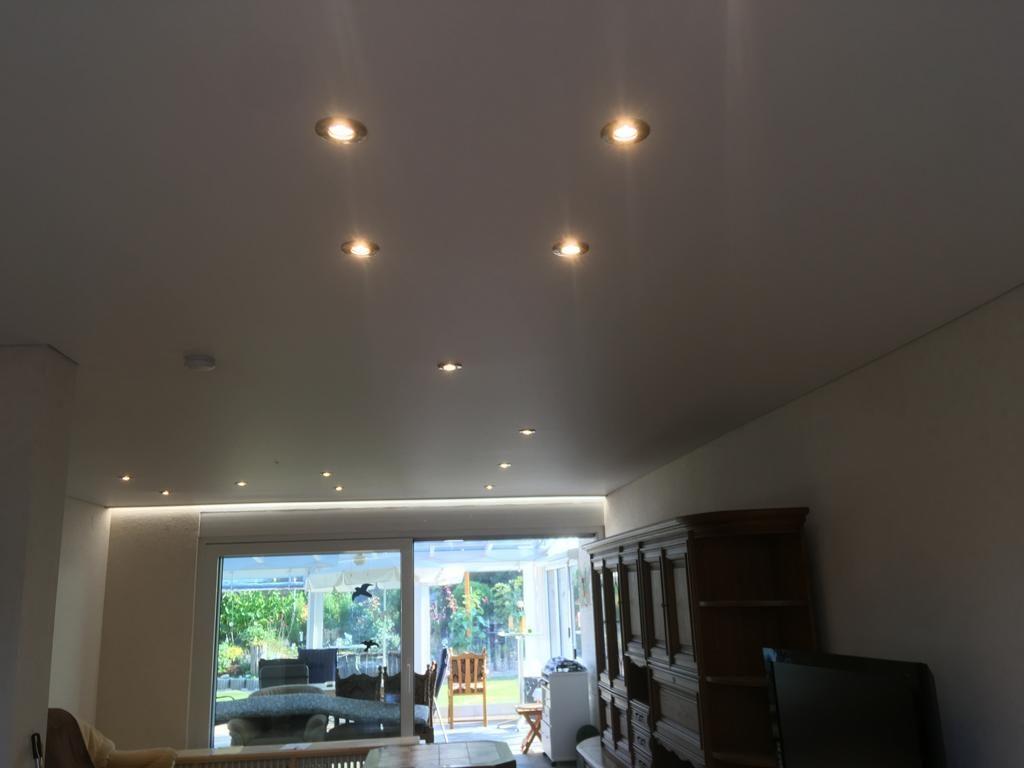 LED-Lichtband und abgehängte Decke im Wohnbereich - Bruchsal